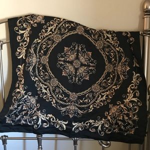 H&M gold and black chain and filigree scarf